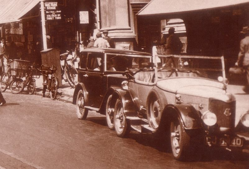 File:Broad St c. 1933 - detail 6 - with AC 12 or 16 in drophead coupe.jpg